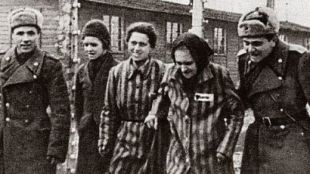 27_soldiers_1945_prisoners_si